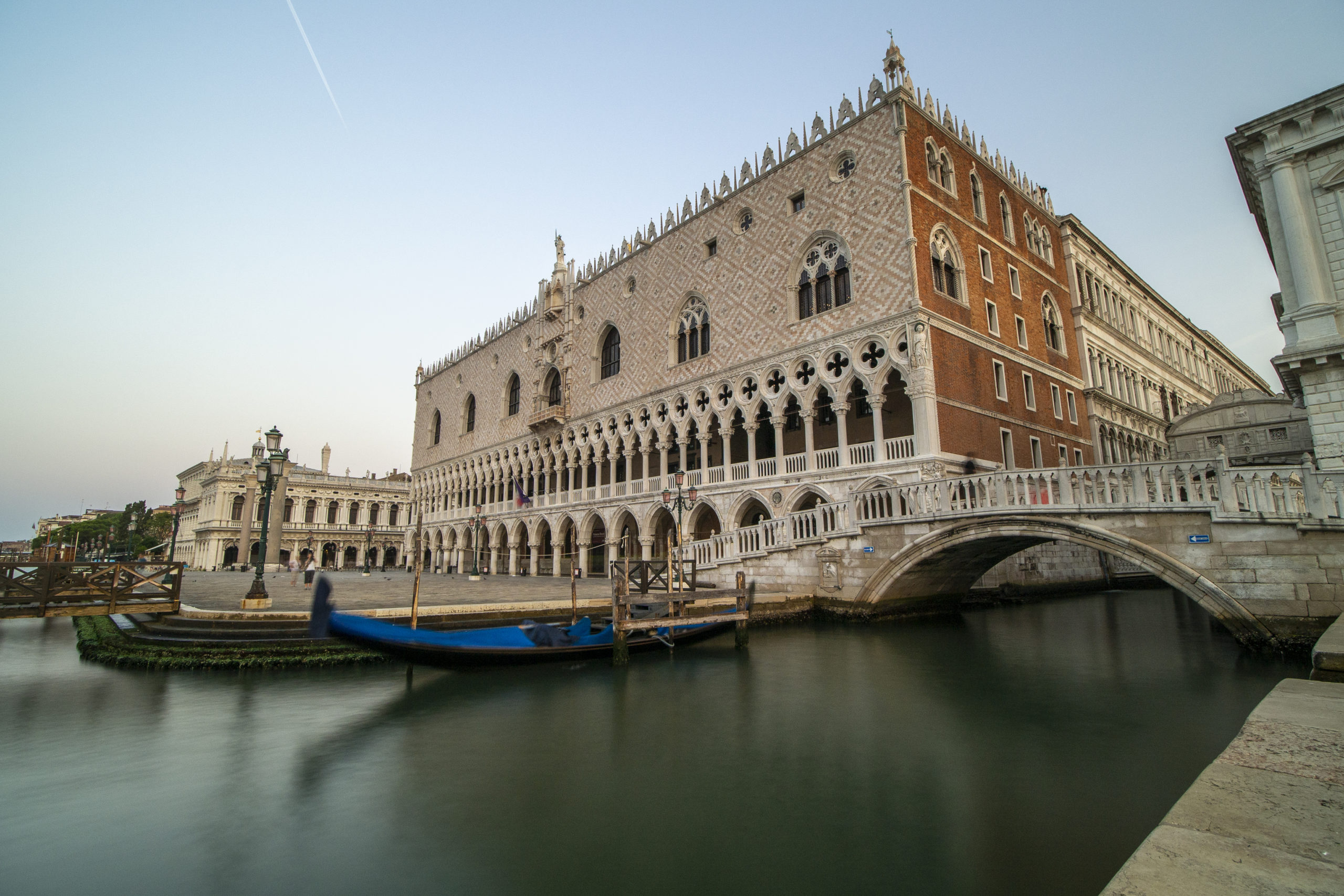 Beautiful view of the Ducal Palace and the bridge of sighs.